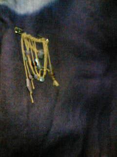 麻紐のブローチ