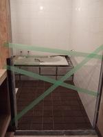 浴室床コルク貼り