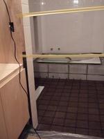 浴室の床コルクの目地を入れました。入室禁止ー
