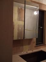 洗面所の収納付き鏡です