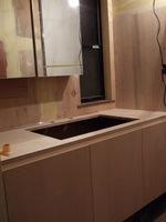 洗面の水栓位置から、鏡付き収納棚の位置が当初より高めになってます
