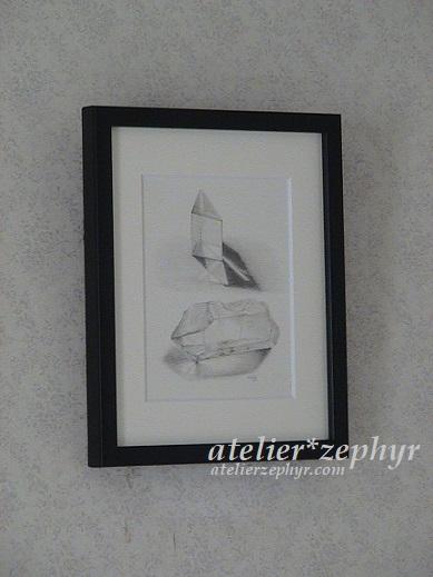 プリズムと水晶の鉛筆デッサン画