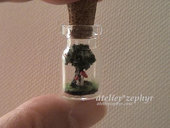 木とドクベニタケミニボトル作品