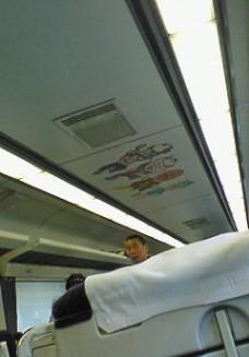 電車の天井にもアンパンマンキャラが!