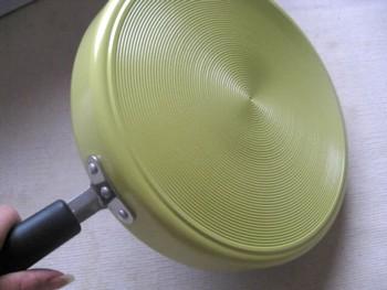 卵1つで作る卵焼きフライパン3