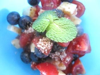 トマトとチーズトブルーベリーの甘いサラダ4