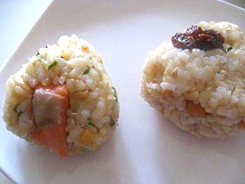 玄米おにぎり小松菜包み