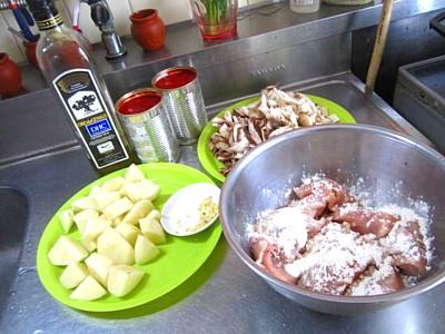 キノコ3種とジャガイモとチキンのトマトソースパスタ (3).JPG