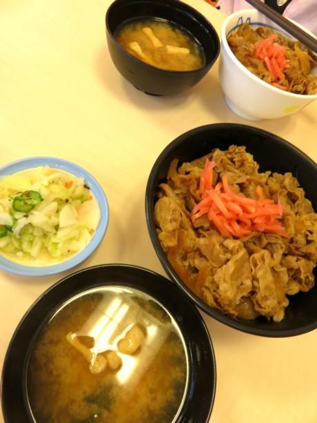 松屋牛丼とおしんこ