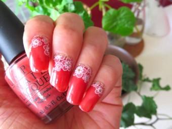 サンゴ色花セルフネイル