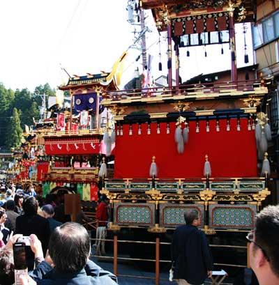 秋の高山祭 (八幡際)