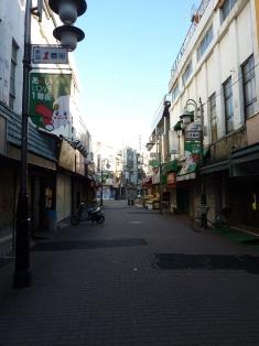朝の静寂赤羽一番街商店街