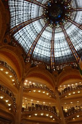 ギャラリーラファイエット天井のモニュメント