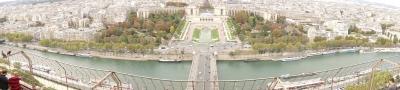 エッフェル塔から見下ろすセーヌ川