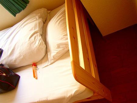 無印のパイン材ベッド