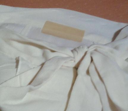 破れた服襟2