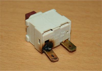 焼けてる電源スイッチ
