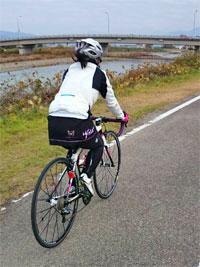 女性サイクリストのフィッティング