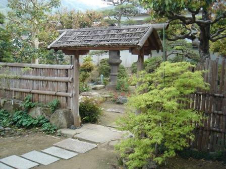 座敷の庭�