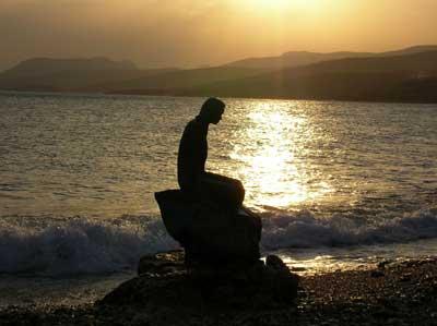 タシュジュの海岸 なぜか人魚