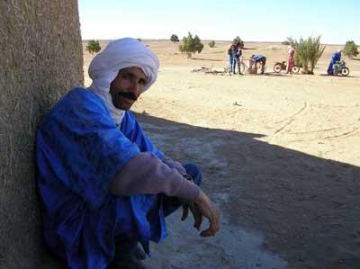 砂漠に住むベルベル人