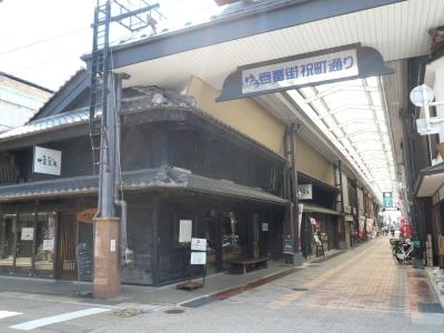 黒壁スクエア アーケードと叶匠寿庵
