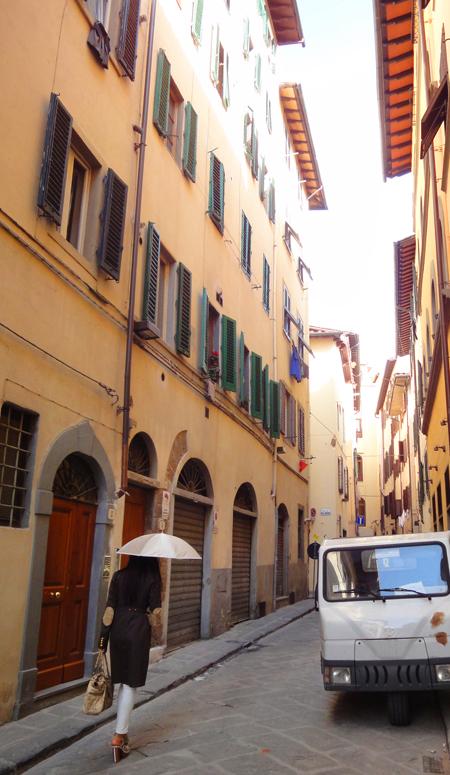 白い目で見られたイタリアで日傘をさすciciko