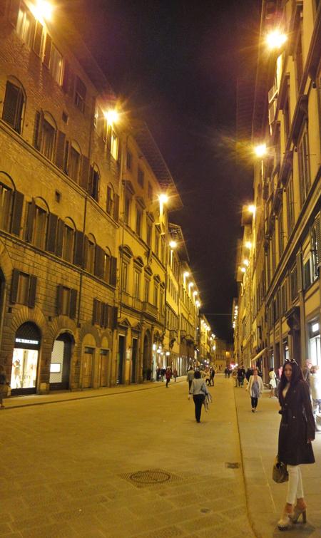 フィレンツエの夜は明るく静か