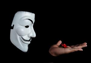 アノニマス ネット上の活動者〜彼らは正義か悪か?