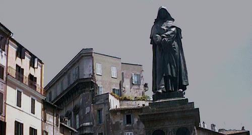 フィオーレ広場に立つブルーノ