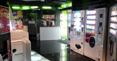 漫画喫茶マンボー新宿総本店06ロビー.jpg