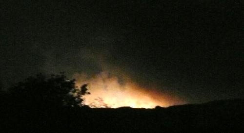 二上山の麓が噴火.jpg
