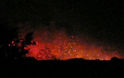 二上山の麓が噴火02.jpg
