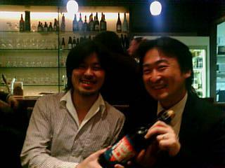 家入社長に会いたいらしい菅原君(左)
