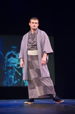 僕の着流しの羽織姿決まってるでしょ。有名な武道家