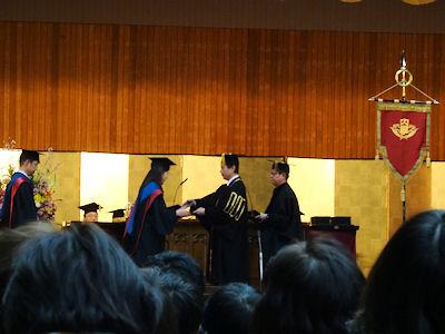 日本の大学 卒業式 02