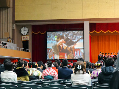 日本の大学 卒業式 03