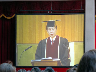 日本の大学 卒業式 04