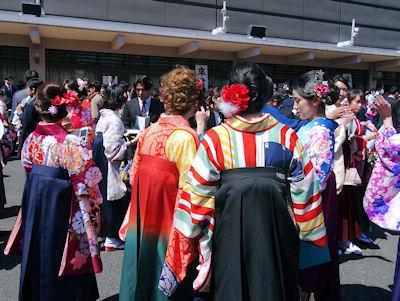 日本の大学 卒業式 07