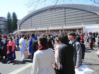 日本の大学 卒業式 08