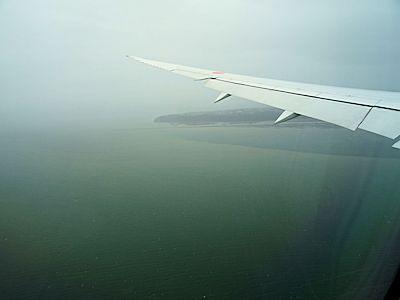 飛行機の中 05