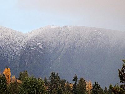 白くなったグラウス山