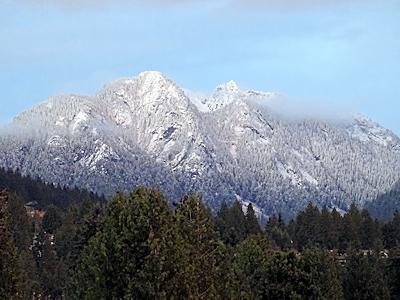 白くなったクラウン山