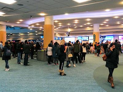 バンクーバー国際空港 1階の到着ロビー