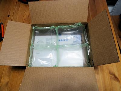 小包の箱を開けた