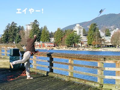 カニ獲り網を投げる人