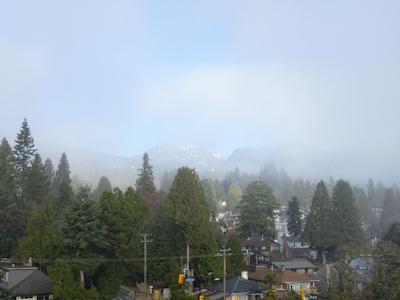 霧のバンクーバー 霧が薄くなってきた