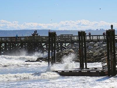 風の強い日の桟橋