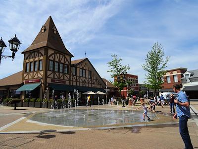 アウトレットの噴水広場