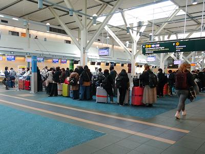 バンクーバー国際空港 人が少ない COVID-19